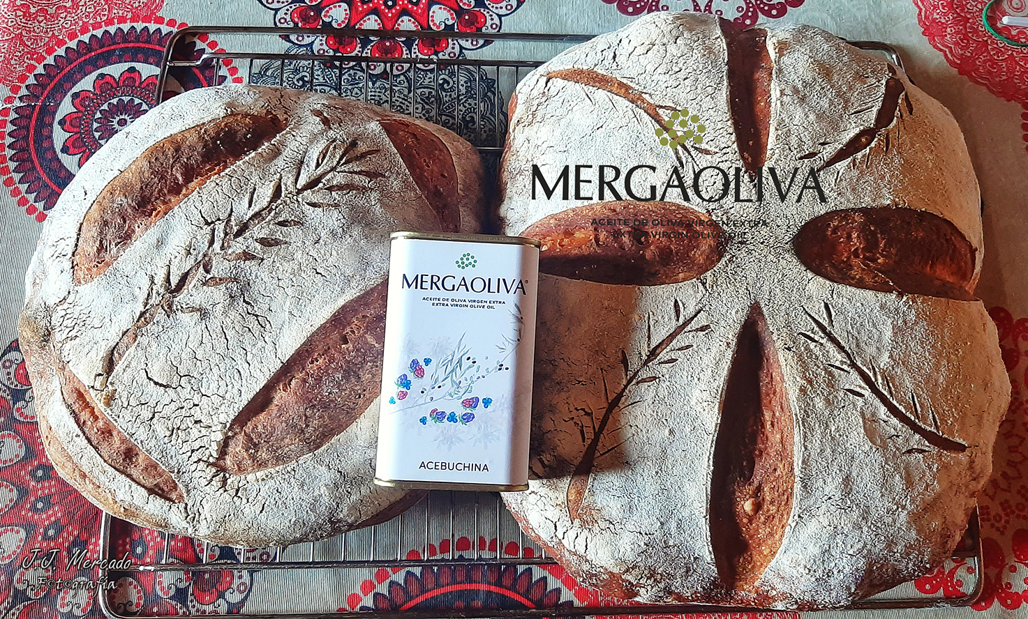 Pan con aceite de acebuchina mergaoliva